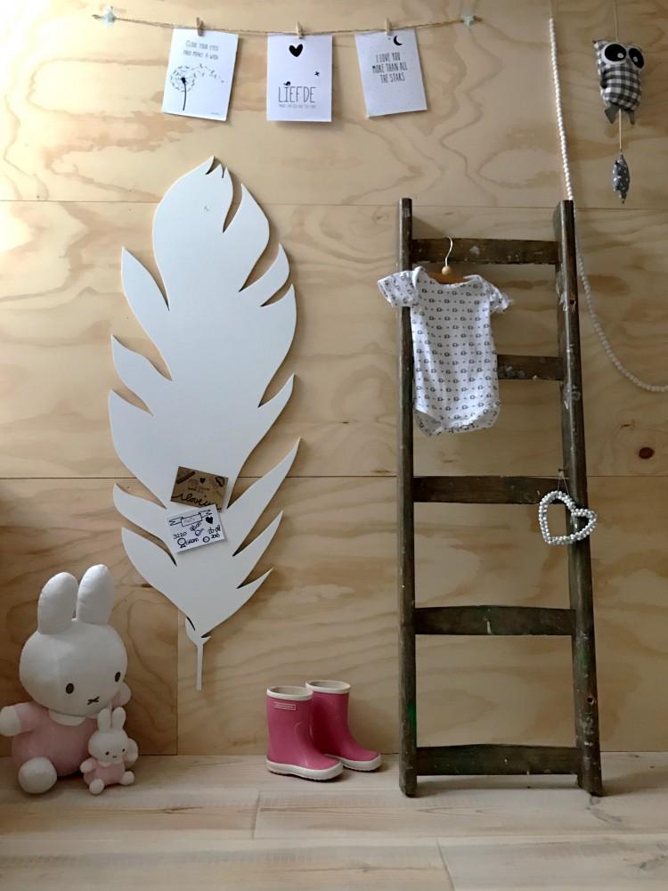 Een groeiladder op de babykamer