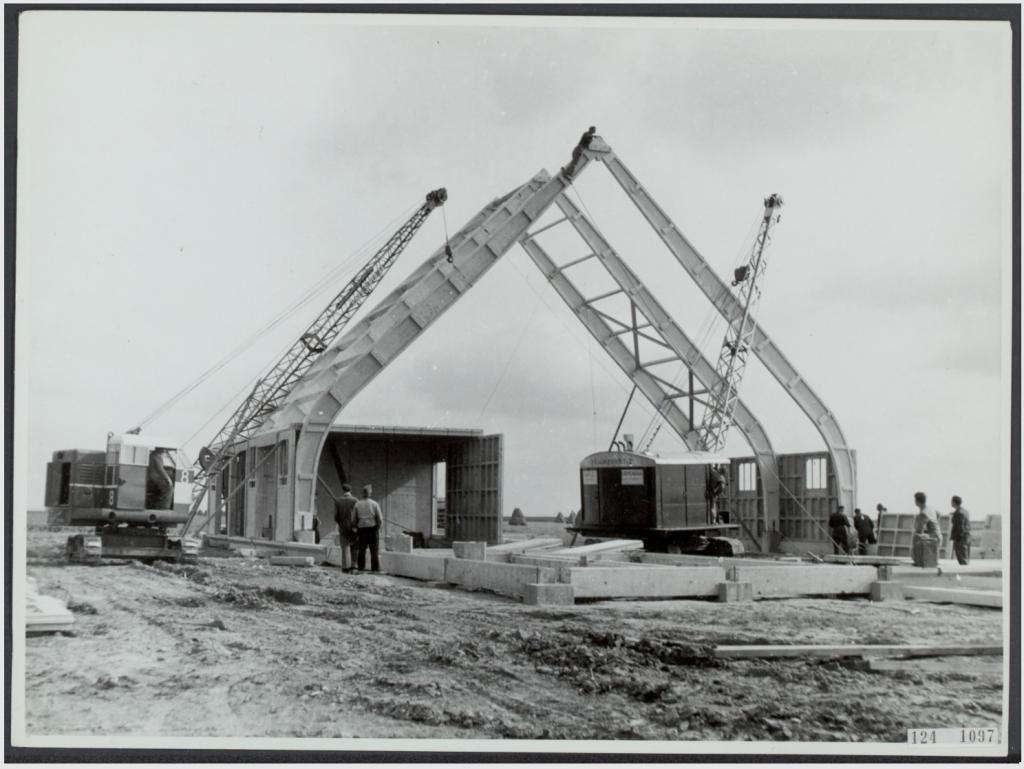 Boerderijen in Noordoostpolder bij NV Schokbeton te Kamen 17 april 1950 h-1024x769